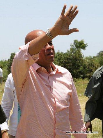 President Michel Martelly arrivant a l'ecole St Jean Bosco de Merger, a Bon Repos. Michel Joseph Martelly, arrivant a l'ecole St Jean Bosco de Merger,