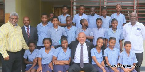 President Michel Martelly visit le Centre D'Etude Secondaire