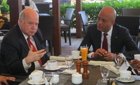 President Michel Martelly et Jose Miguel Insulsa, Secretaire general de l'OEA. Jose Miguel Insulsa