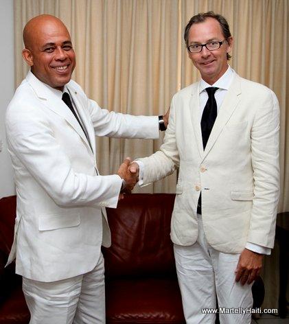 President Michel Martelly et le nouvel ambassadeur de la Norvege, M. John Peter OPDAHL. John Peter OPDAHL (1)