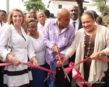 President Martelly - Coupe de ruban inaugural de l'Hopital Immaculee Conception des Cayes, Haiti