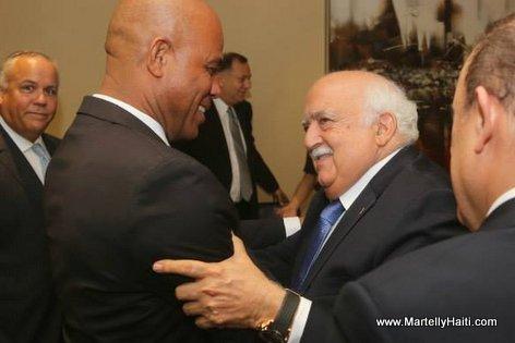 Panama - Des hommes d 'affaires accueillant President Martelly