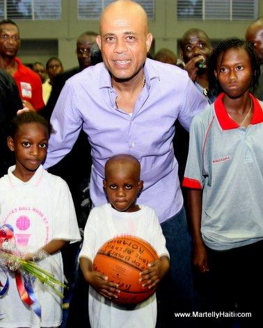 President Michel Martelly sur le parquet du Gymnasium Vincent