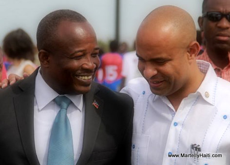 PHOTO: Haiti PM Laurent Lamothe ak Simon Dieuseul Desras, President Senat a