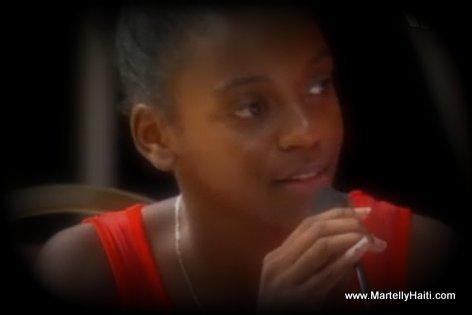 PHOTO: Yon jenn ti Haitienne prezante ka Manman li ki nan prizon Haiti bay preye minis la - Gouvenman Lakay ou Miami