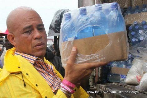 PHOTO: President Martelly carry case of Water