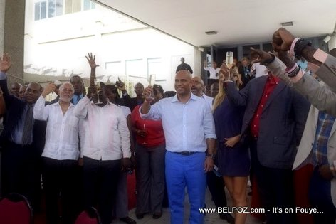 PHOTO: Haiti PM Laurent Lamothe celebre fet li ak employe Primature yo