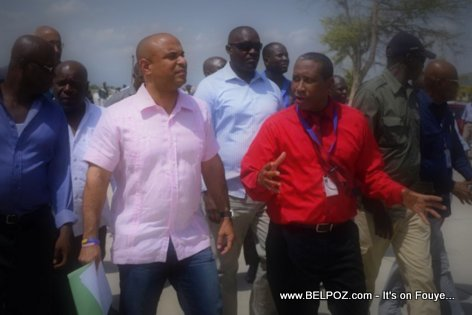 PHOTO: Haiti PM Laurent Lamothe ap tcheke infrastructure aeroport Cap Haitien