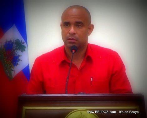 Haiti PM Laurent Lamothe nan yon reunion ak President Martelly ak CSPN nan Palais Nationale