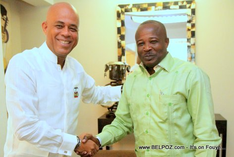 PHOTO: Haiti - President Martelly ak Senate Simon Desras ap bay la main