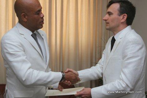 Haiti President Martelly recevant les lettres de cre ance du Nouvel Ambassadeur de la Pologne, Maciej Zietara. Maciej Zietara