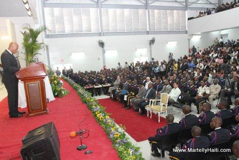 President Michel Martelly s'adressant a l'assistance a l'occasion de la celebration du 17eme anniversaire de la PNH